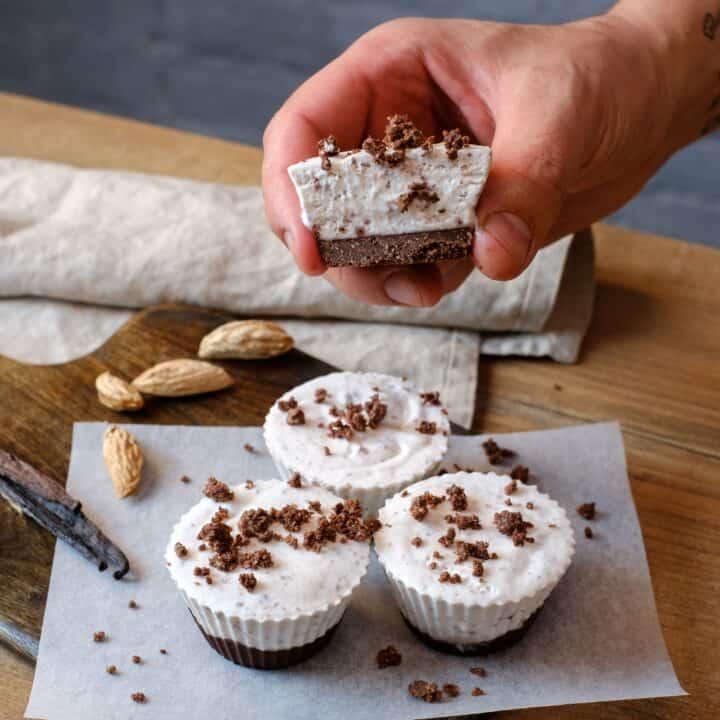 Keto cookies cream fat bombs, sugar free oreo dessert