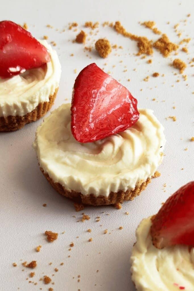 keto-no-bake-strawberry-cheesecake-bites (1)