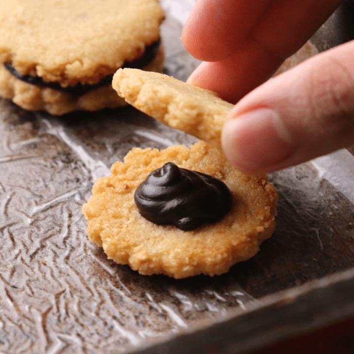 keto-low-carb-chocolate-hazelnut-cookies