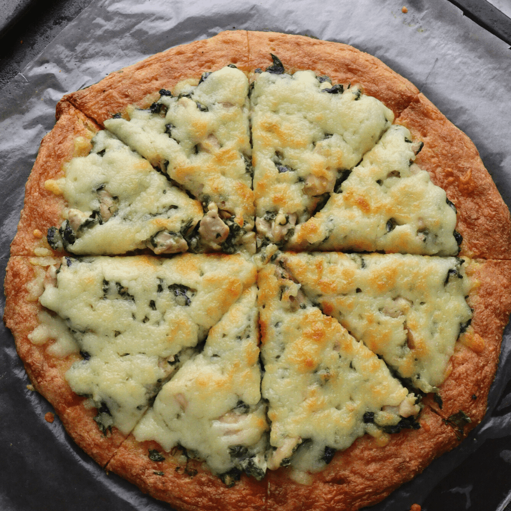 low-carb-chicken-spinach-cream-cheese-pizza-entire-pizza-shot-thehealthcreative