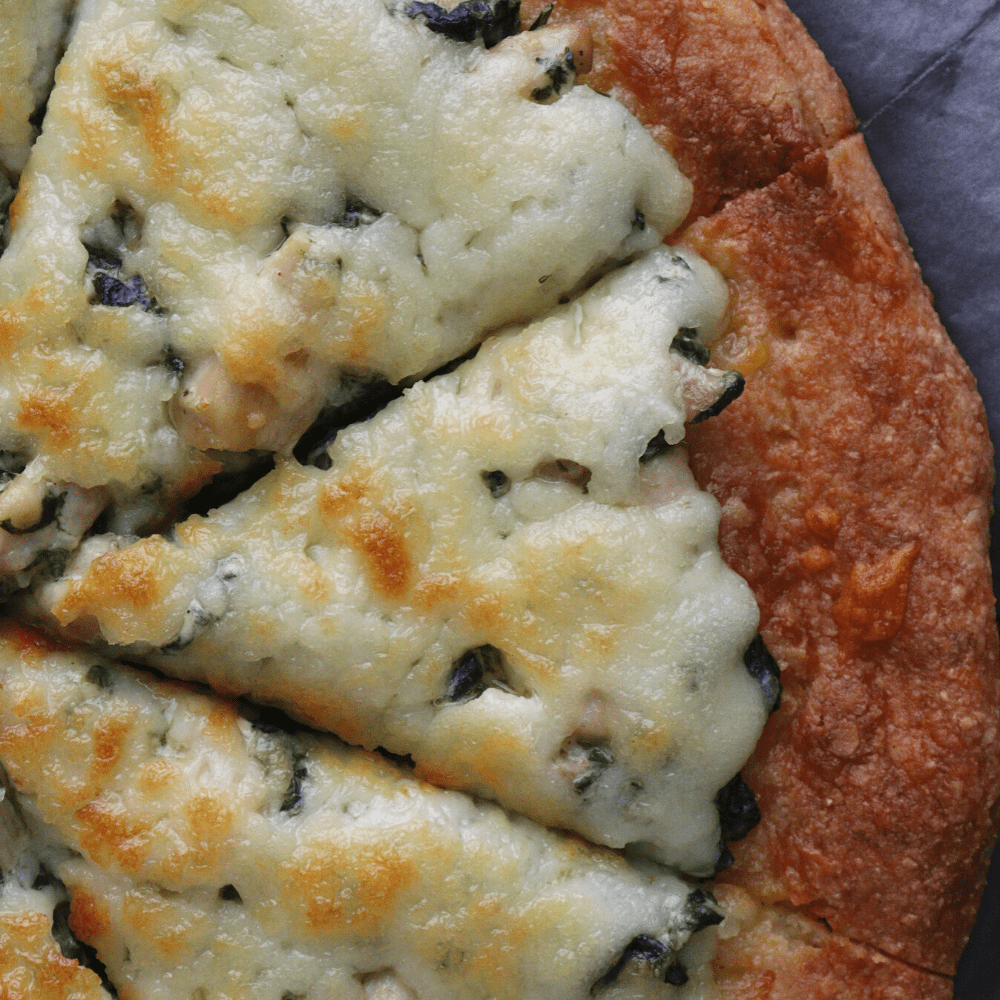 low-carb-chicken-spinach-cream-cheese-pizza3-overhead-shot-thehealthcreative